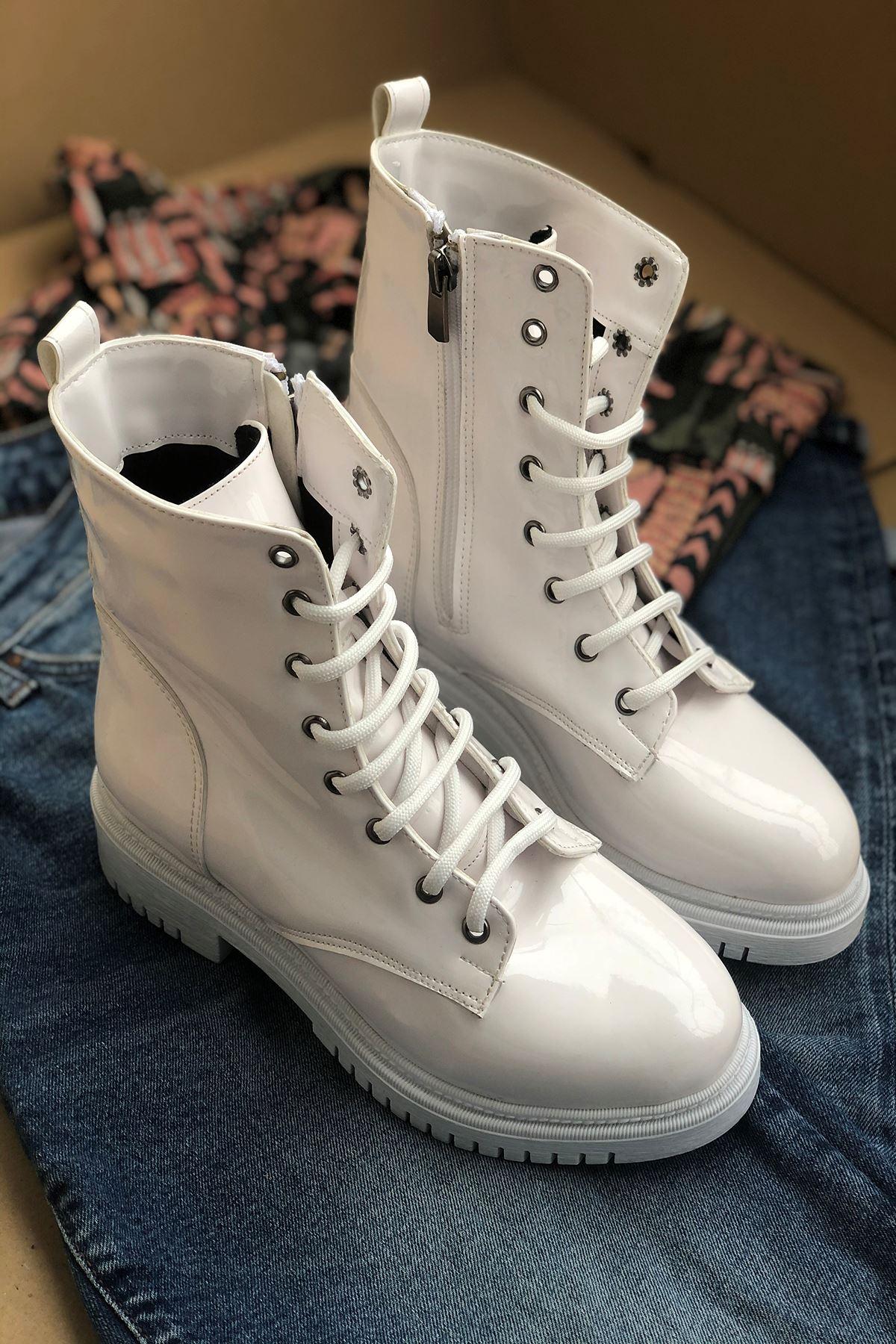203 Beyaz Deri Kadın Bot