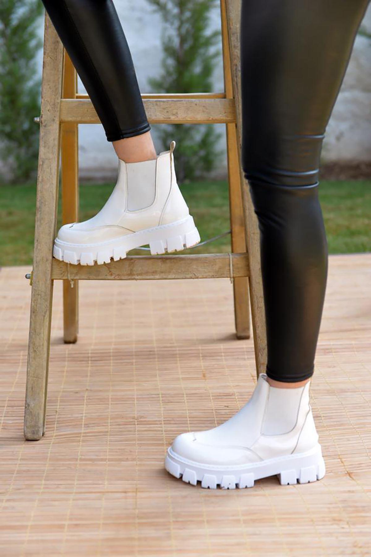 Urgot Beyaz Rugan Kadın Bot